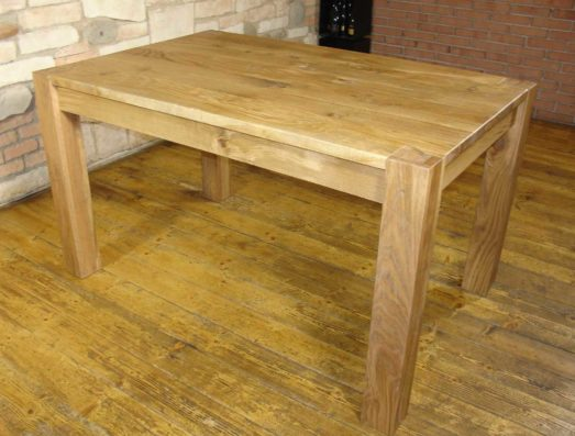 Art.16: Brushed natural oak table